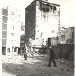 Masia de ca n'Armand enderrocada i la Torre d'Antoni Janer. Foto: Arxiu de Castelldefels.
