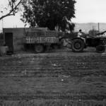 El primer tractor en los campos de Cal Neguit. Año 1962. Foto: Cal Neguit.