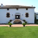 La masia de Can Cortada, avui dia. Façana posterior. Esplugues.