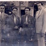 Els Setrilleres. Els joves més alts són Josep Casellas (esquerra) i Macià Vilà. Els bessons són Miquel Casellas (esquerra) i Ramon Casellas. A la plaça de Santa Magdalena d'Esplugues. Mitjans dels anys 40.